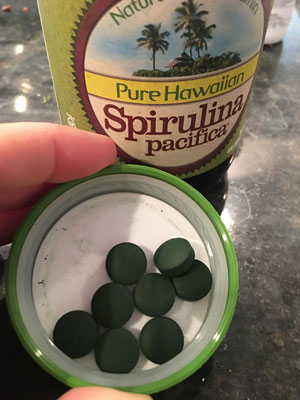 Healthy airport traveling tips - spirulina